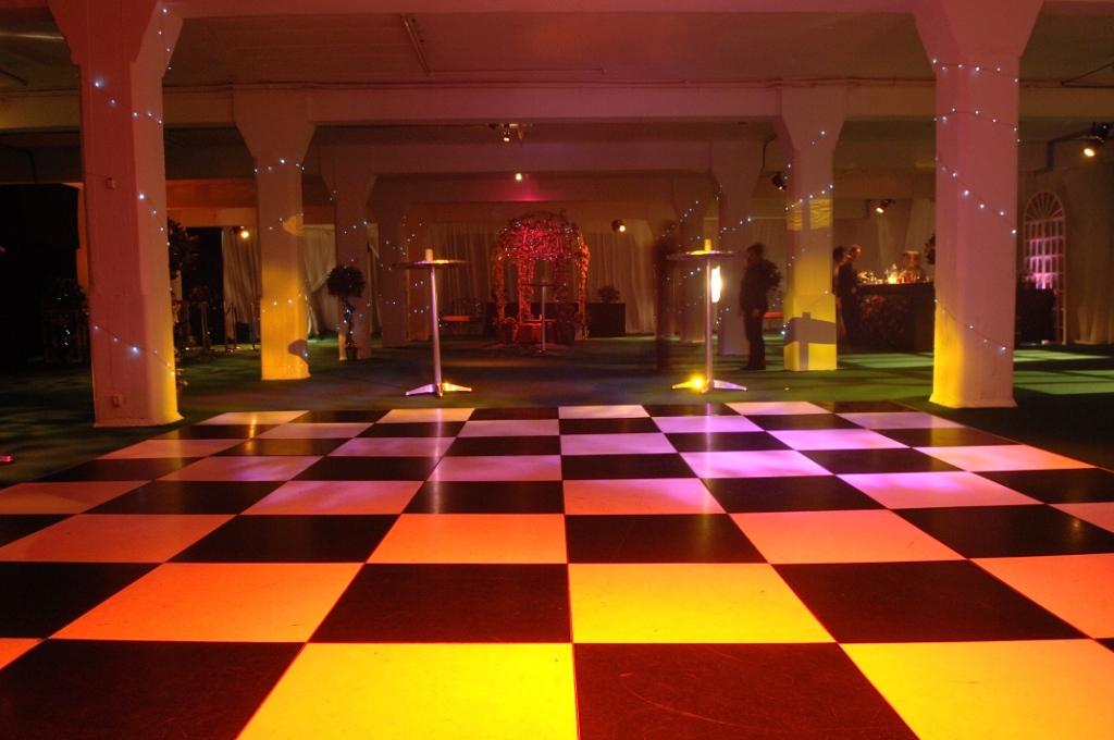 White floating desk for 1 2 3 4 get on the dance floor mp3